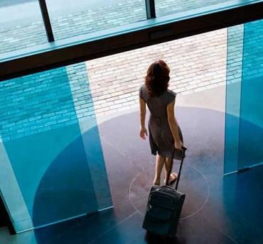 puertas de cristal correderas entrada edificio